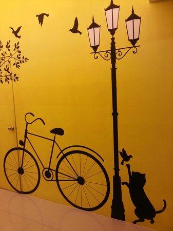 LemonSeed Rooms: Murale on ground floor