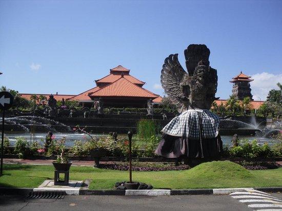 Ayodya Resort Bali: Entrada del hotel