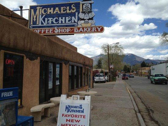 Michaels Kitchen Cafe & Bakery : Outside the restaurant