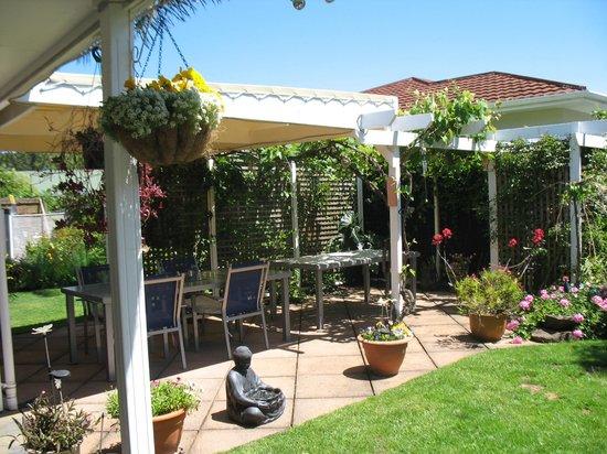 Rosalie on Albert Bed & Breakfast : 'The Vineyard' Outdoor dining