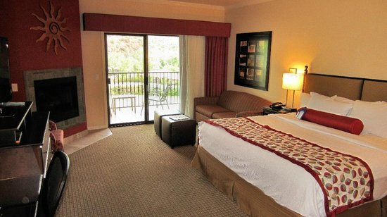 Best Western Plus Arroyo Roble Hotel & Creekside Villas: Deluxe King Room