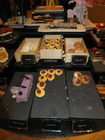 بان باسيفيك أوركارد: Buffet Dinner