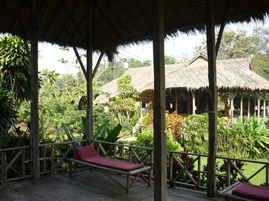 Lisu Lodge: View of another hotel building from verandah