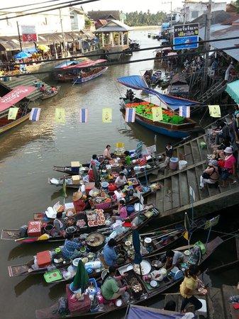 Thanicha Healthy Resort Amphawa: Floating market