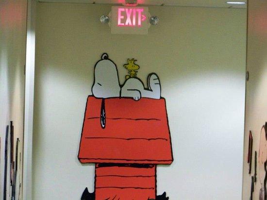 Knott's Berry Farm Hotel: Hallway Decor