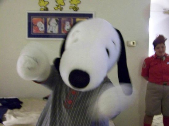 Knott's Berry Farm Hotel: Visit from Snoopy!