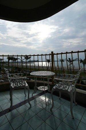 White Sand Homestay: 花蓮白色沙灘民宿三樓海景房露台