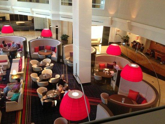 Swissotel Sydney: Reception lobby and bar
