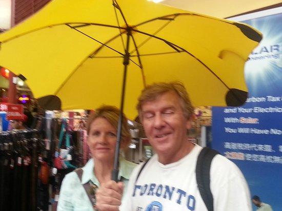 Yella Umbrella Walking Tours: Chris & Lisa, Berry NSW
