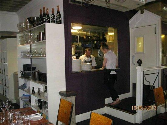 Cafe 1 : Servery