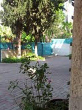 Eden Jerusalem Hotel: Eden hotel courtyard