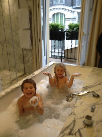 Artus Hotel by MH : spa bath with a view