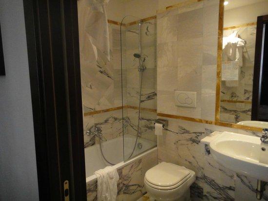 Rome 55: Чистая ванная комната