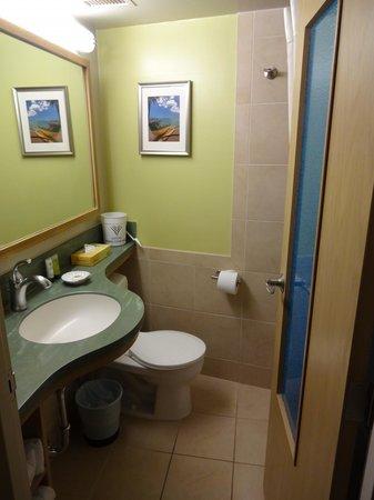 Aston Waikiki Circle Hotel: Bathroom