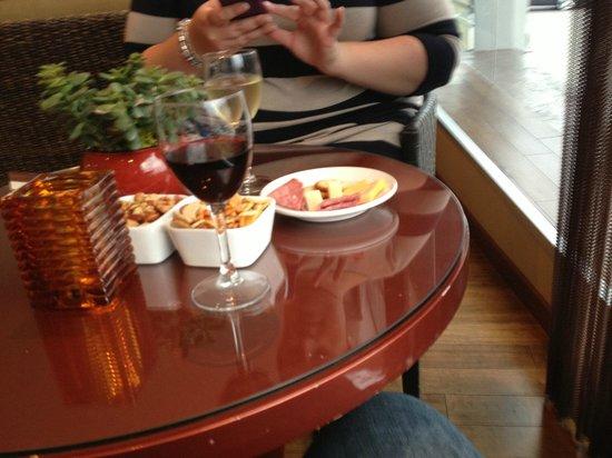 Elan Hotel: Happy Hour every night