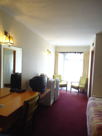 Northerner Hotel: Room area.