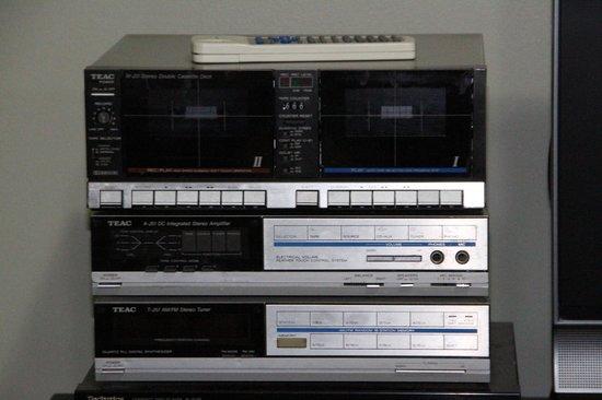 Oxley Court Serviced Apartments: Stylish radio