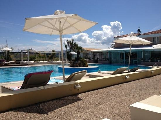 Zafiris Hotel: relaxing near pool