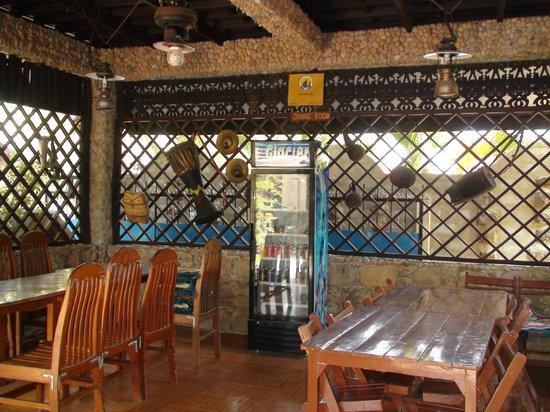 Aquarius Inn: dining area