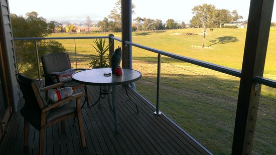 Outlook Hill Vineyard & Cottages: On the private deck