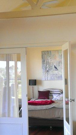 Outlook Hill Vineyard & Cottages: Bedroom