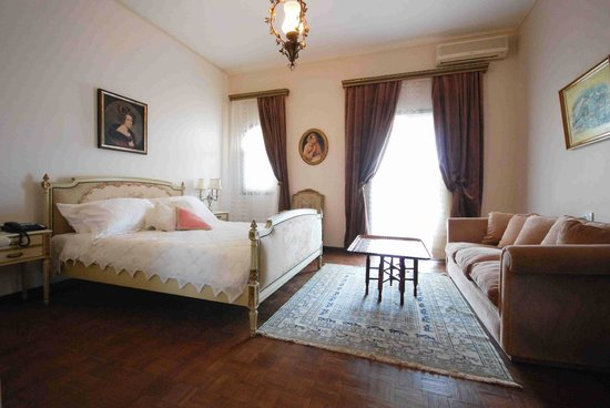 Le Chateau des Oliviers: Deluxe Room