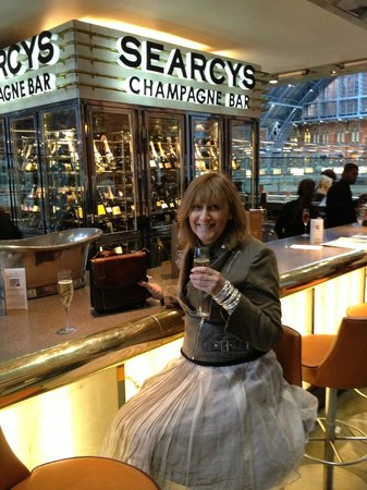 Searcys St Pancras Restaurant and Champagne Bar: Searcy's Champagne bar