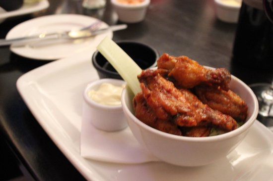 The Russell Restaurant: Hot n Spicy Chicken Wings