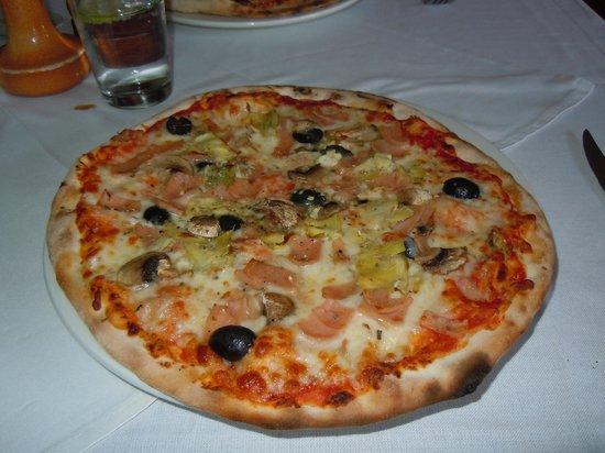 La Mama Restaurant: Quatro pizza