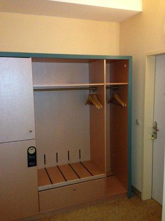 Victor's Residenz-Hotel Saarlouis: Closet