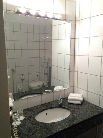 Victor's Residenz-Hotel Saarlouis: Bathroom