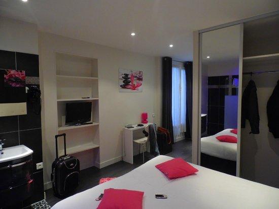 camera e armadio - Picture of Ideal Hotel design, Paris ...