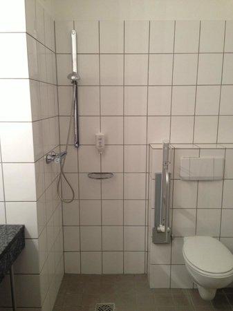 Victor's Residenz-Hotel Saarlouis: Shower???