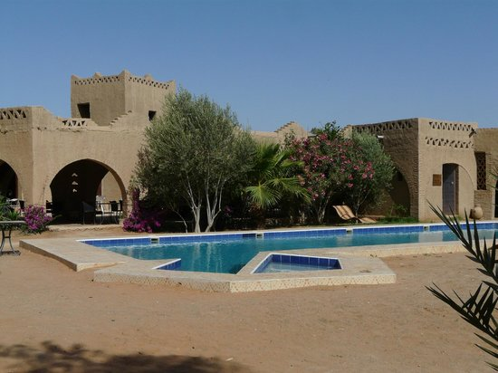 Auberge Ksar Sania : Great to have a  pool before and after the desert. The pool is right on the desert which is fabu