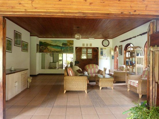 Beau Vallon Bungalows: Hall principal