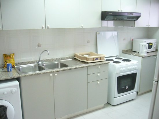 London Crown 1 Hotel Apartments : Kitchen