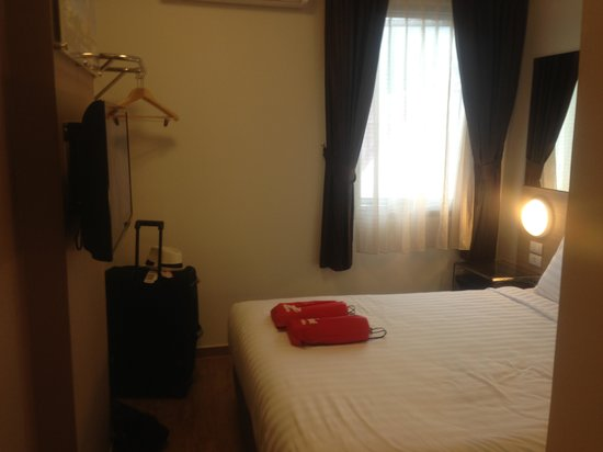 Red Planet Patong, Phuket: Room (Very Snug!)