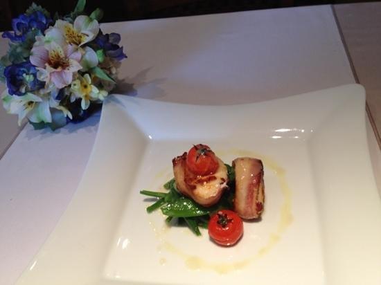 Il Gallo Nero : Monkfish tail encrusted in Pancetta on crispy summersalat