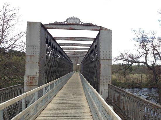 Cragganmore House B & B: The recently restored Railway Bridge across the Spey (Speyside Way Walk)