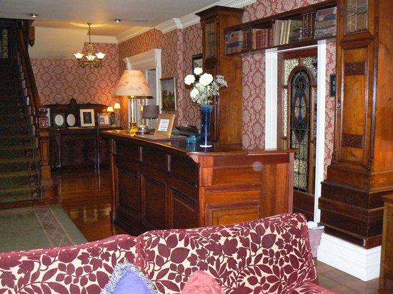 Arbutus Hotel: Lobby/ living room