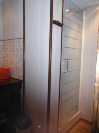 Le Clos: Douche du Pressoir