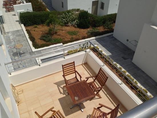 Lenikos Resort : vue de la seconde terrasse du logement ch 103