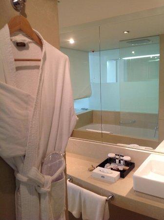 โรงแรมริซอส ลิเบอร์ตัส: ванная (вся никак не вмещалась)