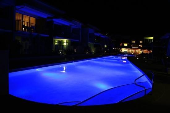 Ramada Hervey Bay: Amazing pool at night