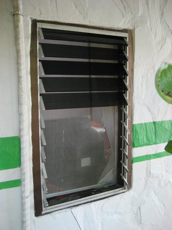 Lime n Soda Beach Front Resort: They use this window to get into your room and get your stuff.