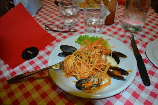 Al Vaporetto: Spaghetti with mixed seafood