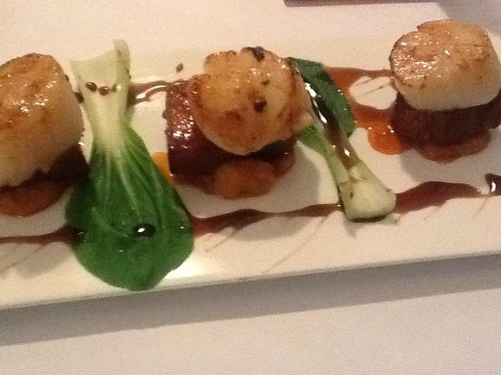Mean Fiddler : Entree -scallops with pork belly on kumera