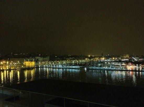 Eurostars Grand Marina Hotel: Vista notturna della città