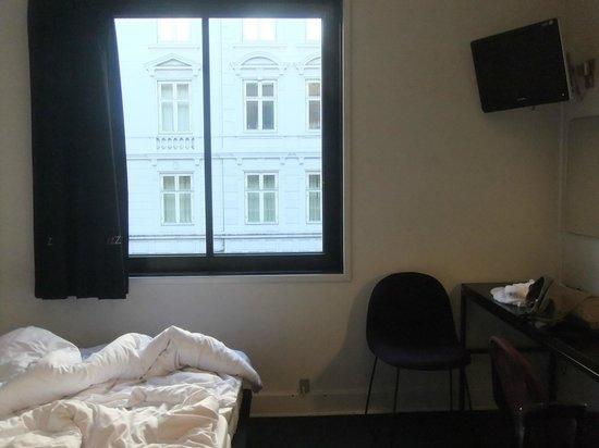 Hotel Astoria : 部屋内