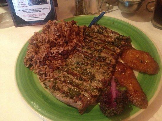 Los Ranchos Steakhouse: Steak mit Reis und Bohnen
